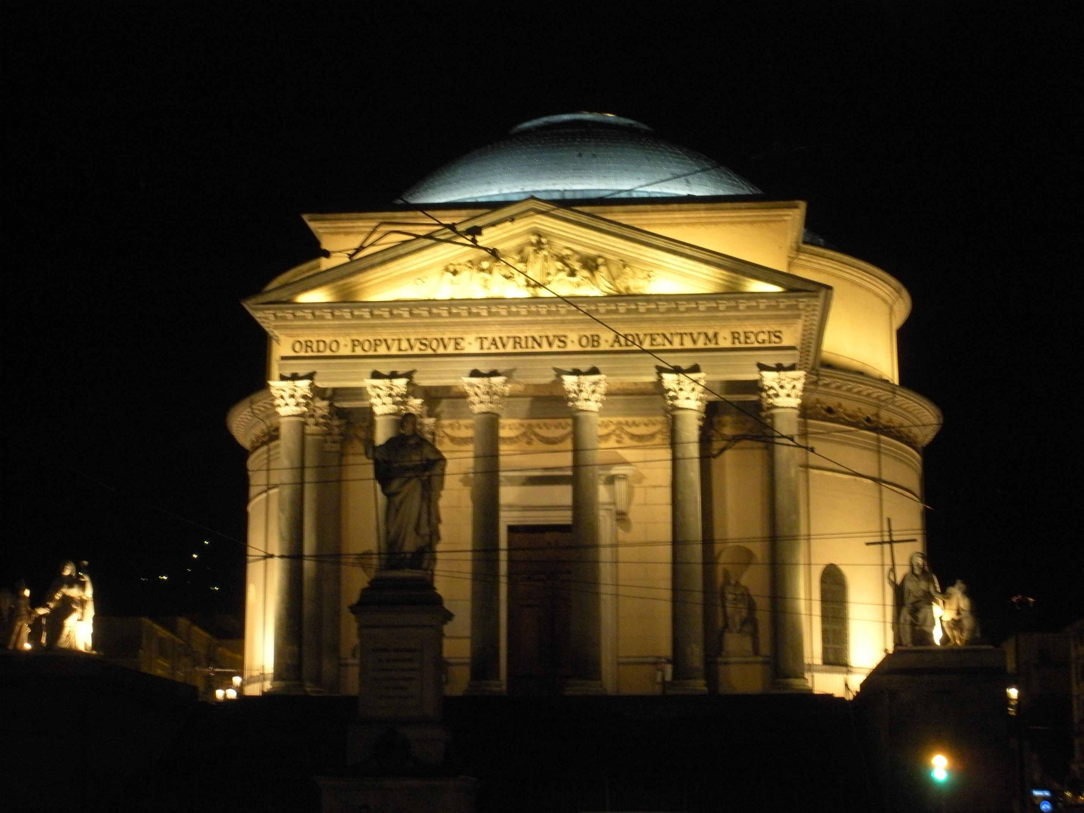 36 Torino città magica - I misteri di una città al centro della magia.
