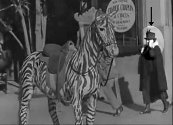 f126df-593x427 Il mistero della donna con il cellulare nel video di Charlie Chaplin