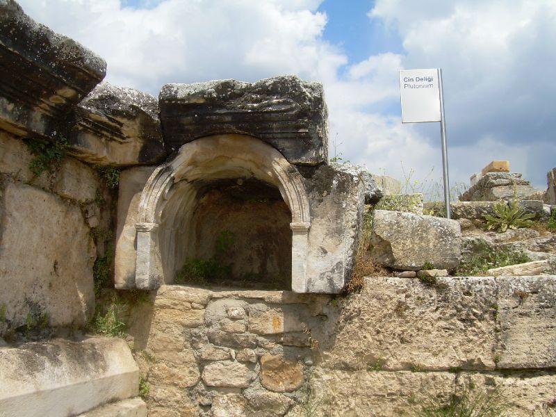 La-Porta-dellinferno-di-Hierapolis-1 La porta degli inferi scoperta in Turchia