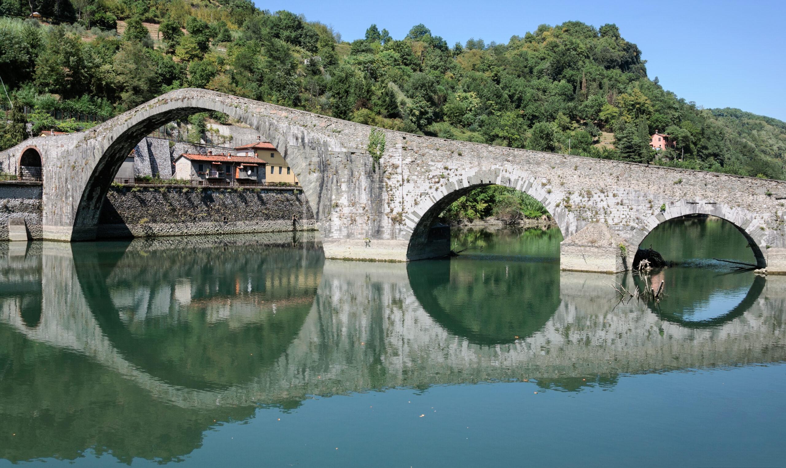 Borgo_a_Mozzano_Ponte_della_Maddalena-scaled Il ponte del diavolo di Borgo a Mozzano
