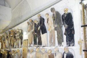 Le-catacombe-dei-Cappuccini-a-Palermo-5-300x199 Rosalia Lombardo il mistero della mummia che apre gli occhi