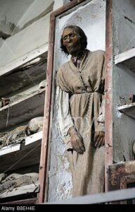 Le-catacombe-dei-Cappuccini-a-Palermo-6-192x300 Rosalia Lombardo il mistero della mummia che apre gli occhi