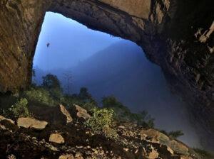 Scoperta-la-grotta-piu-grande-del-mondo-i-racconti-di-Verne-diventano-realta-9 (1)