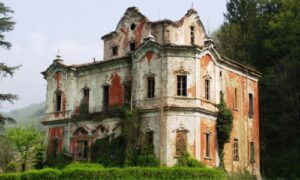 Casa-Rossa-Cortenova-villa-de-vecchi-08-500x300-300x180 Spettri e delitti, i misteri della Casa Rossa