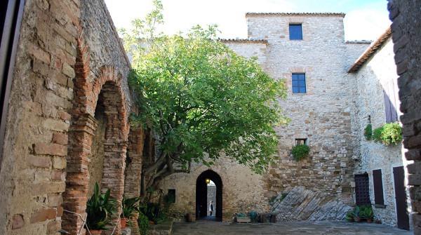 1404468466_Castello-di-Montebello-2009-25-600x335 La Leggenda di Azzurrina, la bambina scomparsa nel nulla