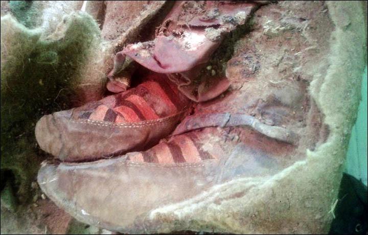 information_items_4293 La mummia di 1.500 anni fa con ai piedi le scarpe da tennis