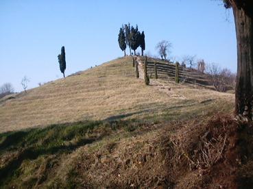 uuuuuuuuuuuuuuu1 Le piramidi di Montevecchia in Val Curone
